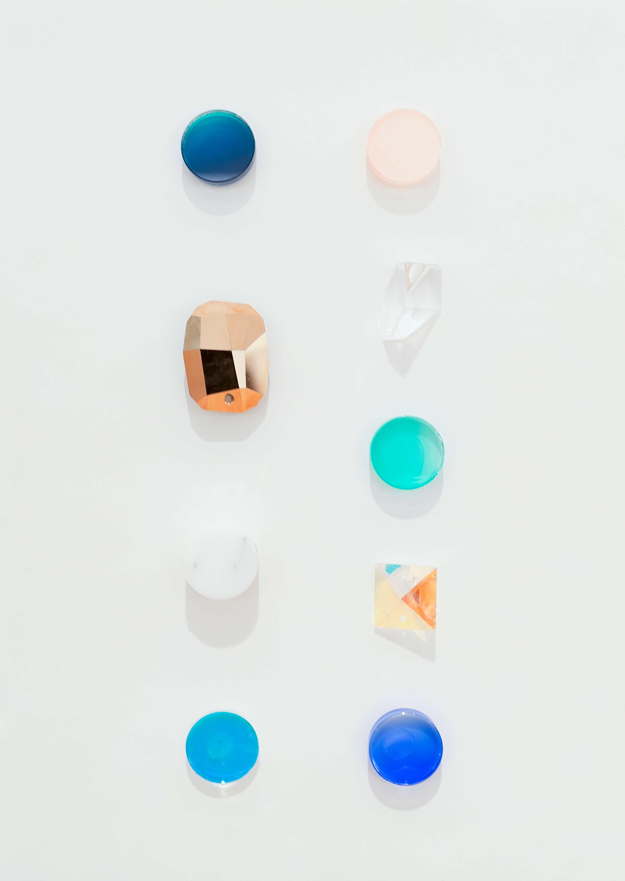 Tomás Alonso: «Pruebas, cristales Swarovski», de la serie Prism—jarrón, bandeja plana, circular & rectangular. 2015. Atelier Swarovski, Wattens, Austria